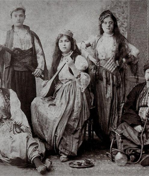 Studiofoto vor orientalischer Kulisse, Sebah & Joaillier, 1890