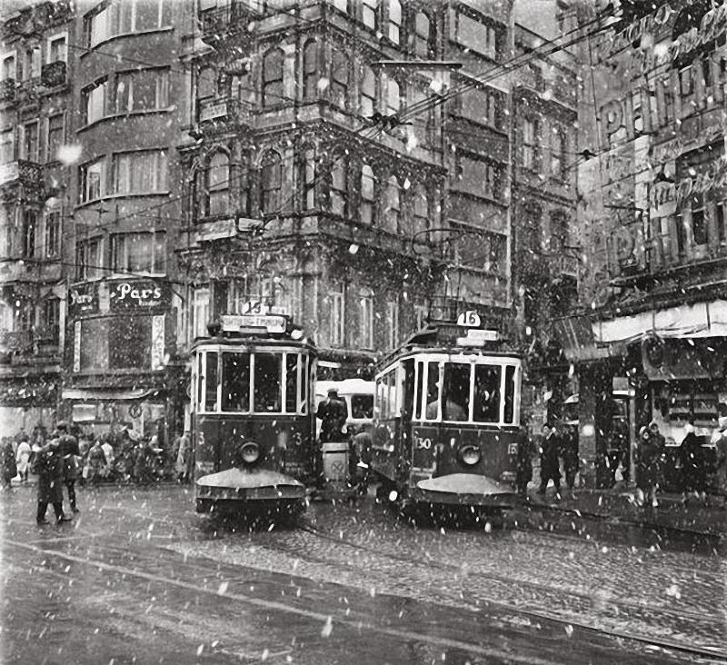 Ara Güler - Istanbul Galatasaray, 1950